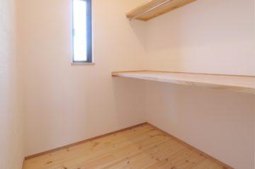 収納スペースにこだわったしっくいと無垢の家