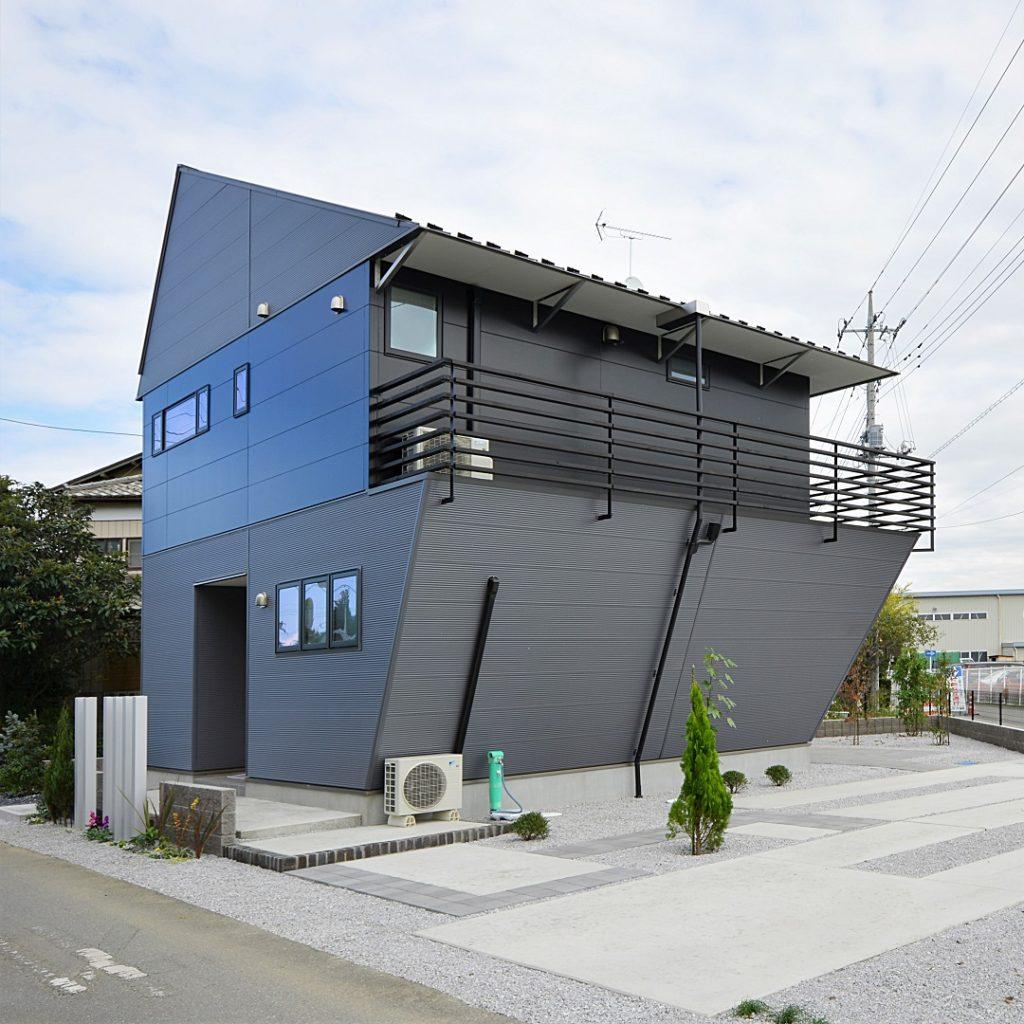 今にも未来へ動き出しそうな、独創にあふれた家